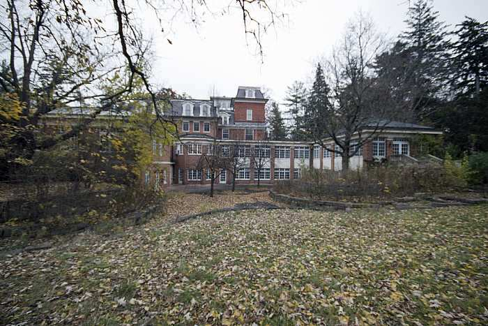 abandoned Ontario mansion